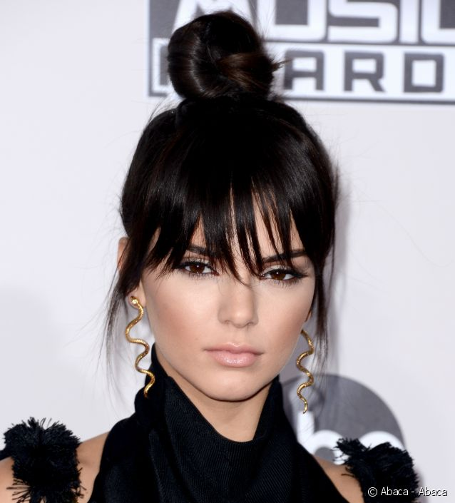 Chignon top knot Kendall Jenner