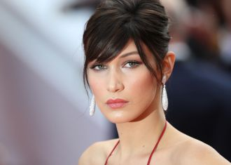 La mannequin Bella Hadid ose la coloration rose pastel