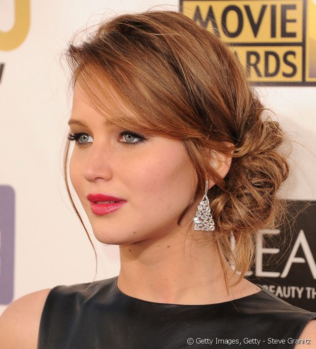 chignon asymétrique Jennifer Lawrence