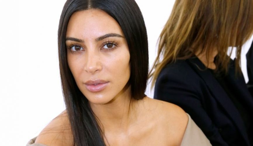 RIP le contouring, Kim Kardashian allège son make-up