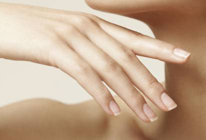 Ongles jaunis, quelles solutions?