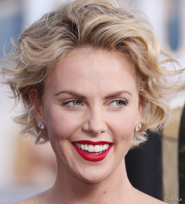 coiffure cheveux court Charlize Theron